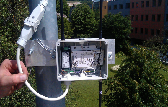 Sensor node mounted on a street light